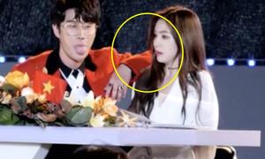 7 khoảnh khắc đụng chạm đầy ngại ngùng của các idol Kpop