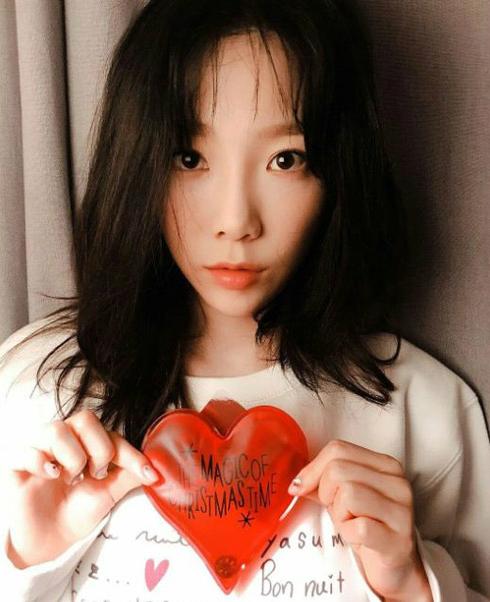 Khi idol đăng ảnh bắn tim thì có thể trái tim đấy không dành cho fan đâu.