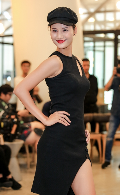 Bên cạnh các bước catwalk điêu luyện của các model quen mặt như Cao Ngân, Hương Ly, Trang Phạm, Chà My, Đỗ Hà&nhiều thí sinh có chiều cao khủng trên 1m75 cũng thể hiện được sự nghiêm túc, chuyên nghiệp.