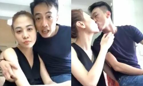 Cường Đô La - Đàm Thu Trang tình tứ livestream trò chuyện với fan.