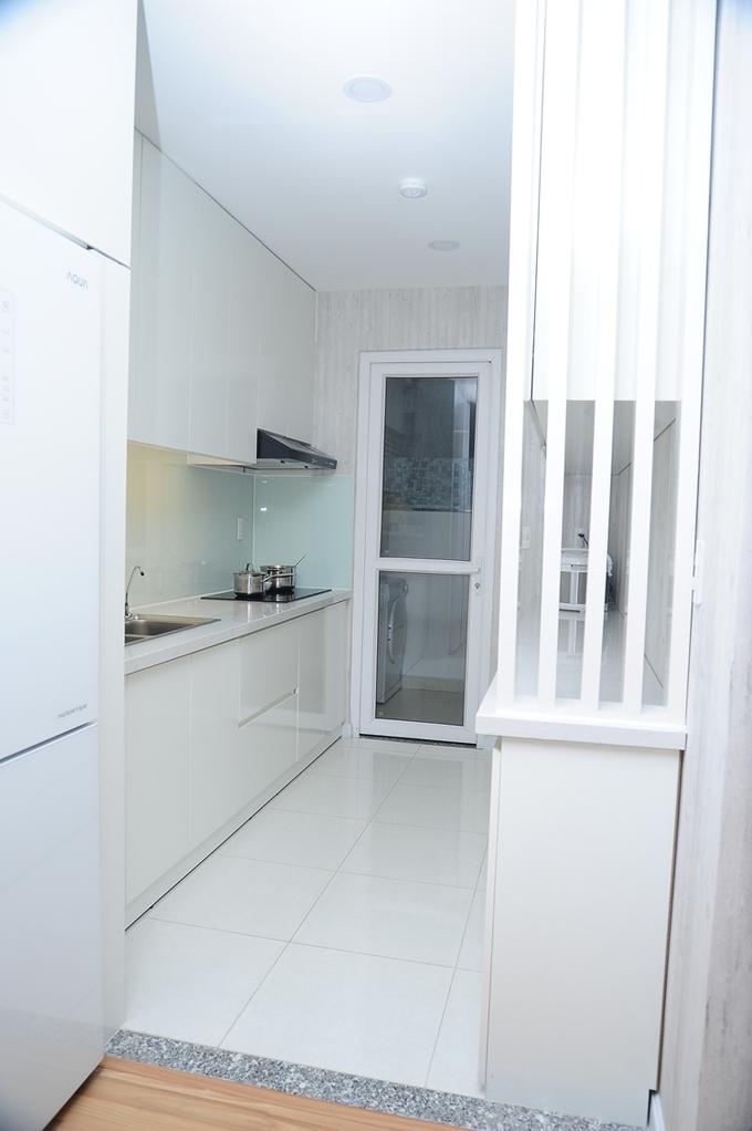 <p> Không gian nhà bếp sạch đẹp, gọn gàng của gia đình Lâm Hùng.</p>