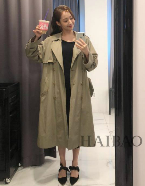 Kiểu dáng trang phục luôn được người đẹp tối giản hết cỡ. Có chiều cao khá chuẩn nên Min Young cũng không cần viện đến giày cao gót khi đi chơi.