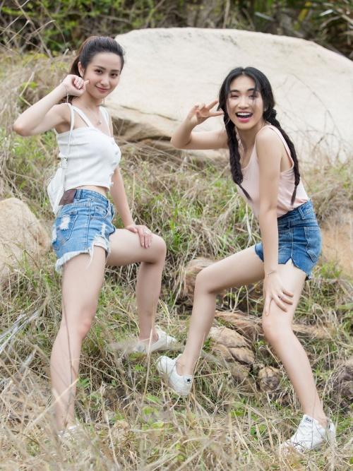 Jun Vũ cho biết người cô mong chờ hợp tác nhất trong sản phẩm này là Hoà Minzy. Nghe nói tính Hoà lầy và vui lắm, Jun nghĩ sẽ rất thú vị khi cả hai cùng xuất hiện chung với nhau, cô nói. Sỹ Thanh lại bị ấn tượng với Jun Vũ sau phim Tháng năm rực rỡ nên hào hứng tham gia.