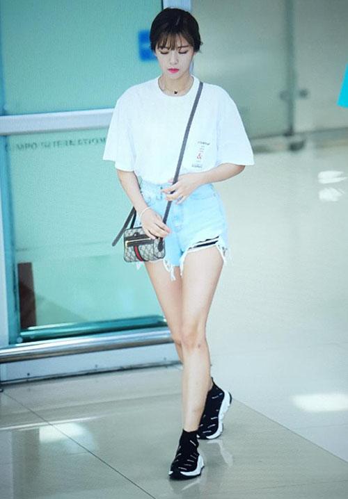 Sana thành biểu tượng gợi cảm, Soo Jung lộ vòng eo trong mơ - page 2 - 3