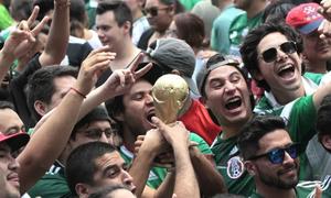 Mexico động đất vì CĐV nhảy lên mừng chiến thắng trước Đức