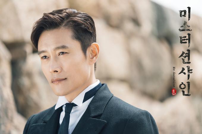 <p> Bộ phim xoay quanh câu chuyện về Choi Yoo Jin (Lee Byung Hun), người đàn ông rời quê hương trốn lên tàu chiến Mỹ từ khi còn nhỏ trong bối cảnh những năm đầu thế kỷ 20.</p>