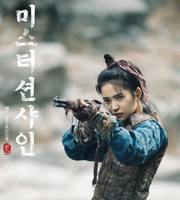 <p> Nhân vật Go Ae Shin là con gái của một gia đình quý tộc trụ cột quốc gia của Joseon thời bấy giờ. Trái ngược với danh phận tiểu thư, đây lại là một nữ nhân mạnh mẽ với tài bắn súng thiện xạ.</p>