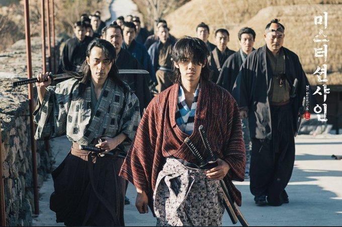 <p> Nam phụ Goo Dong Mae (Yoo Yeon Seok thủ vai) sinh ra đã là con của đồ tể. Với thân phận thấp kém, anh cũng rời quê hương từ nhỏ để tìm kiếm cuộc sống mới tại Nhật Bản.</p>