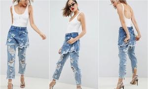 Mẫu denim 'ngoài váy trong quần' bị gọi là thảm họa thời trang