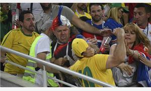 CĐV Brazil và Serbia choảng nhau trên khán đài