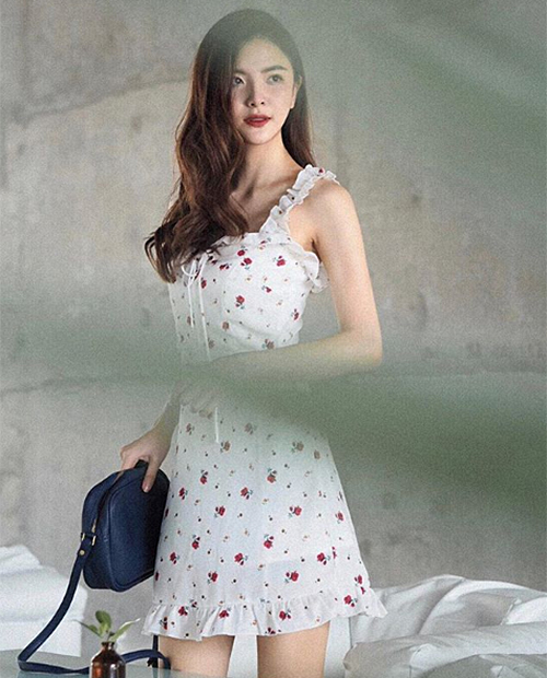 Váy voan hoa nhí không kén người mặc, phù hợp với tất cả các dáng người.