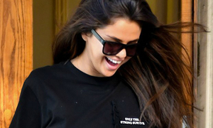 Thông điệp thú vị trên áo của Selena sau tin Justin Bieber đính hôn