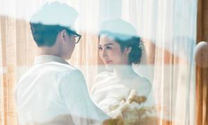 Thiệp cưới trang nhã của Á hậu Tú Anh