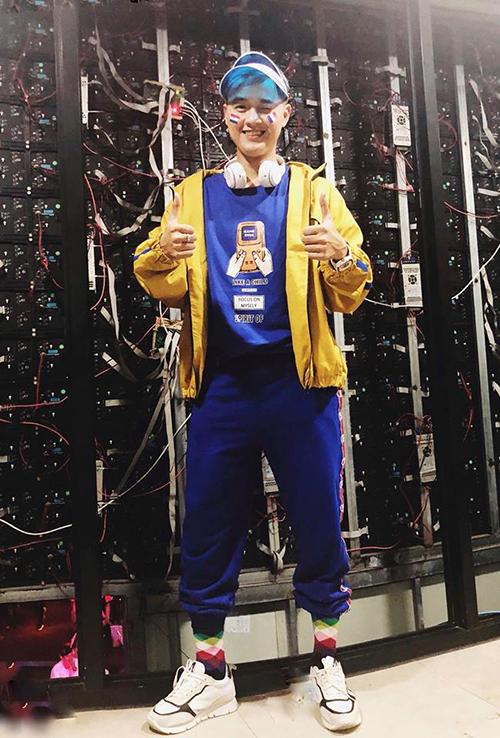 Thanh Duy diện hàng hiệu theo style anh thợ điện.