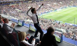 Những khoảnh khắc ăn mừng chiến thắng của Tổng thống Pháp Macron