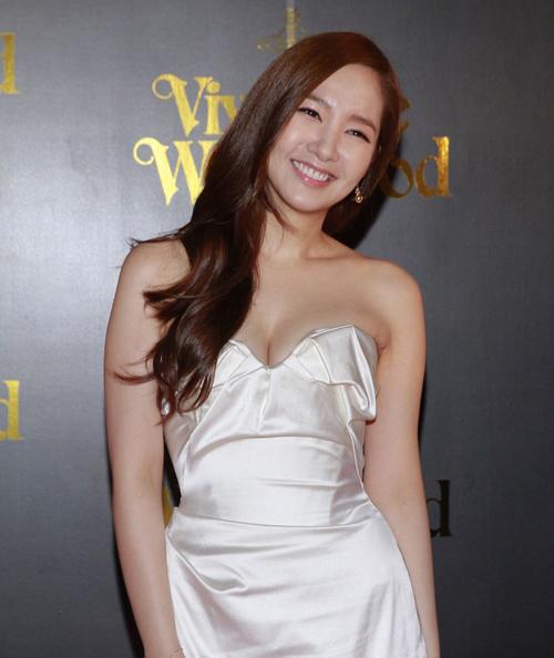 Những pha hở bạo nhức mắt của Thư ký Kim Park Min Young - 4