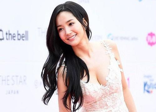 Những pha hở bạo nhức mắt của Thư ký Kim Park Min Young - 5