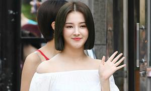 Na Yeon 'đụng váy' với Tae Yeon, Nancy lại khoe tóc mới