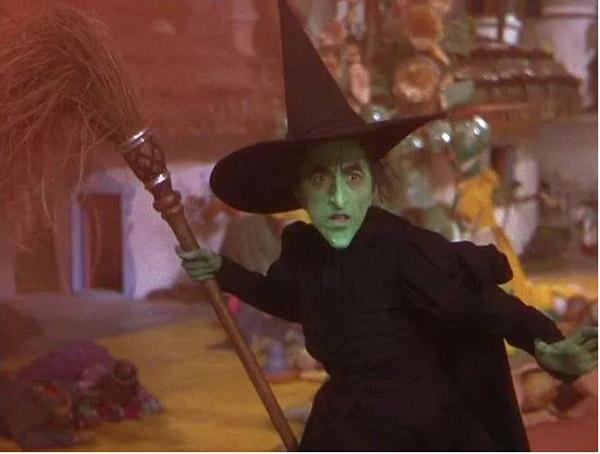 Nhân vật phù thủy bị bỏng đến 2 lần trên phim trường.
