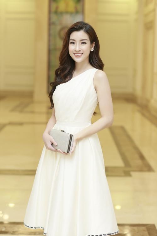 Hoa hậu Mỹ Linh xinh đẹp trong