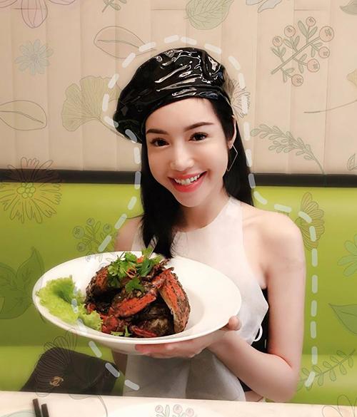 Elly Trần rạng rỡ hết cỡ khi sắp được ăn ngon.
