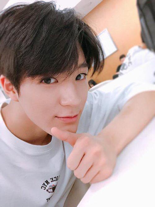 Anh chàng là người phụ trách mắt cười trong nhóm. Hiện Jeno là MC của một show âm nhạc nhờ khả năng hoạt ngôn. Hình thể và vẻ đẹp góc cạnh của nam ca sĩ hợp với chụp ảnh tạp chí. Fan hi vọng SM sẽ tạo cơ hội cho Jeno trong thời gian tới.