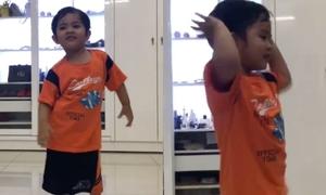 Quý tử 3 tuổi nhà Khánh Thi - Phan Hiển khoe dancesport siêu dẻo
