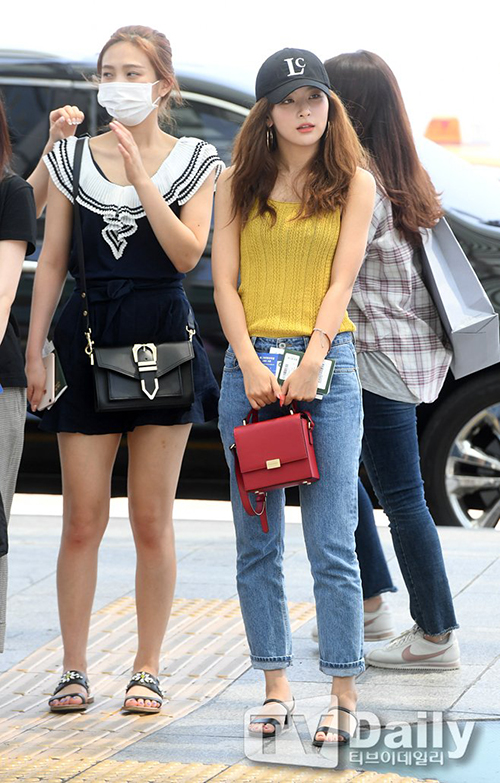 Twice mặc đồng phục, Red Velvet đọ vẻ sexy cùng Tae Yeon