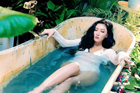 Sao nữ Hàn khoe thân dịp hè: Người được khen, kẻ bị chê phản cảm - 9
