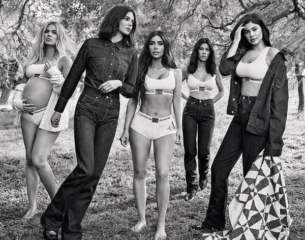 Bức ảnh gây tranh cãi của chị em Kardashian.