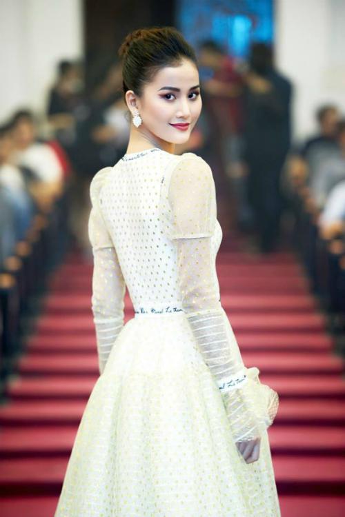 Tin vào chữ duyên trong cuộc sống, Hương Ly cho biết, cô sẽ thử sức ở một cuộc thi hoa hậu nếu cảm thấy phù hợp. Còn ở hiện tại, cô chưa có ý định tham gia bất kỳ đấu trường nhan sắc nào bởi đam mê làm ngườimẫu quá lớn.