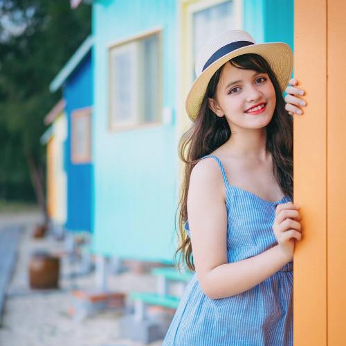Ngọc Trâm sinh năm 2000, là cựu học sinh của trường THPT Huỳnh Thúc Khánh (Nha Trang, Khánh Hòa). Trâm có bố là người Italy và mẹ là người Việt. Tên tiếng Anh của Ngọc Trâm là Visona Linda.