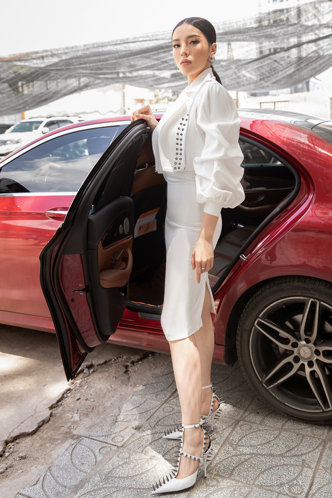 <p>Ngày 9/8, Kỳ Duyên xuất hiện tại vòng khởi động cuộc thi Siêu mẫu Việt Nam 2018. Cô được công bố cùng Hoa hậu Hương Giang Idol đảm nhận vai trò huấn luyện, đào tạo các thí sinh. Đây là lần thứ hai Kỳ Duyên tham gia truyền hình thực tế sau chiến thắng tại The Look 2017.</p>