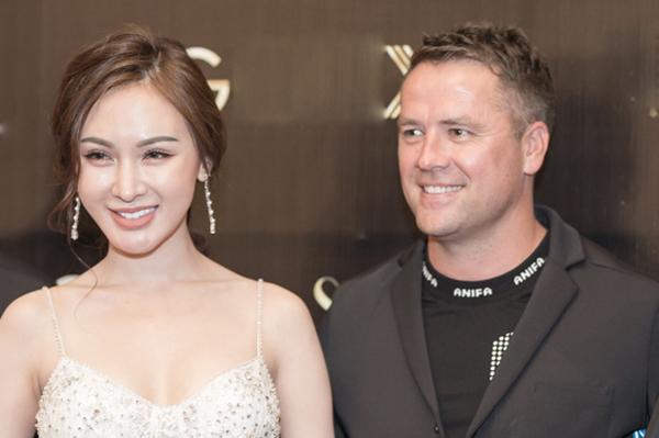 Hot girl Kelly Nguyễn dự sự kiện cùng bạn trai.