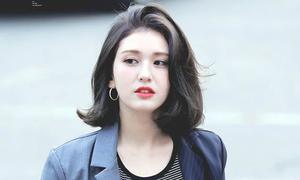 3 màu tóc nâu của idol Hàn giúp da sáng bừng 'không cần đánh phấn'