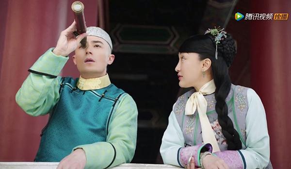 Nhiều người chê tạo hình của Châu Tấn quá lòe loẹt, kém sang, thậm chí còn thua cả Chân Hoàn trong bộ phim phát sóng từ 7 năm về trước.