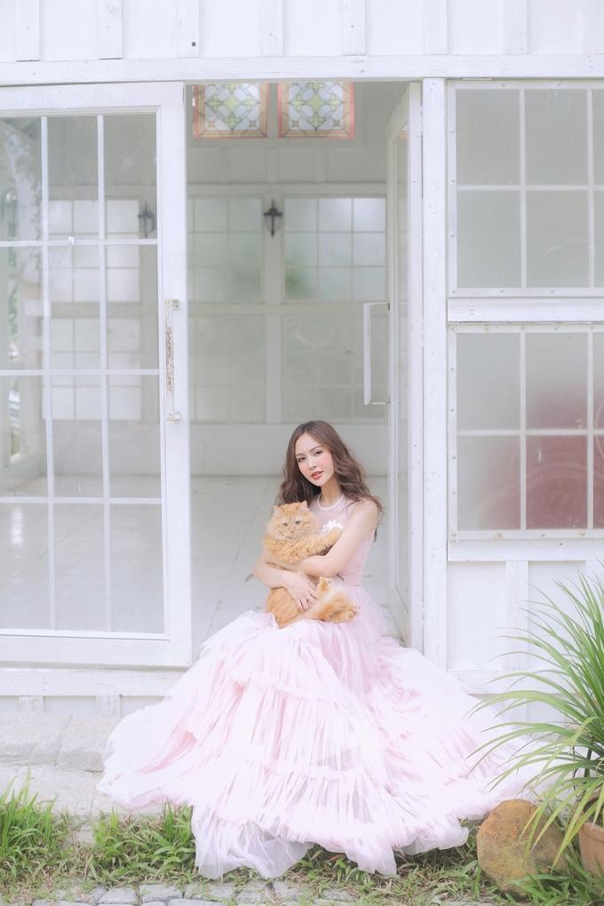 <p> Là một trong những hot girl đời đầu, Kelly Nguyễn đã trưởng thành, theo đuổi công việc mẫu ảnh, diễn viên. Cô xây dựng hình ảnh ngày càng chín chắn, quyến rũ.</p>
