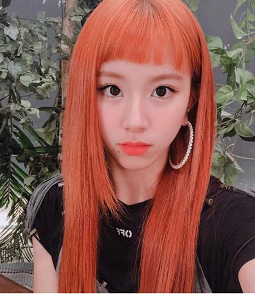 ...hay đỏ cam duỗi thẳng, Chae Young trông vẫn thật cá tính với phần tóc mái 4 cm, làm nổi bật đôi mắt to và style makeup quyến rũ của cô nàng.