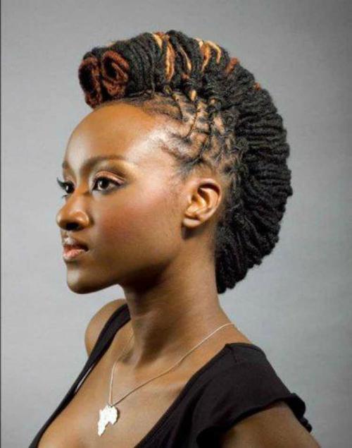 Vì người thợ đã chia thành từng ô vuông nên người làm tóc dreadlock vẫn vệ sinh được da đầu và chân tóc bình thường. Gội đầu bằng nước, baking soda hay dầu gội chuyên dụng sẽ giúp tóc dread có độ rít, không bung xù.