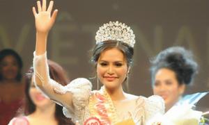 Hoa hậu Việt Nam Thế giới 2018 ngất xỉu ngay khi được trao vương miện