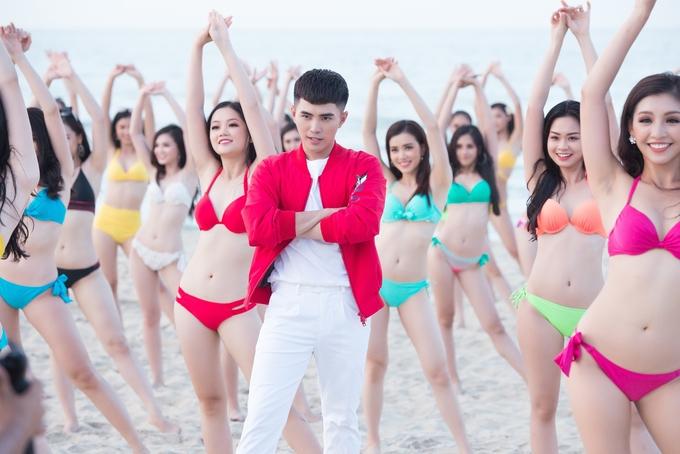 """<p> Các thí sinh xuất hiện bên chàng ca sĩ điển trai Will (365). Anh chia sẻ: """"Đây là lần đầu tiên Will được tham gia diễn xuất cùng các bạn thí sinh của Hoa hậu Việt Nam 2018. Giữa thời tiết mùa hè nóng nực của miền Trung, các bạn lúc nào cũng tươi tắn, đầy năng lượng trẻ trung"""".</p>"""