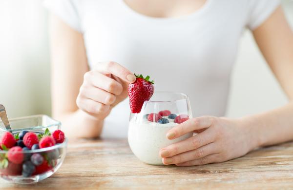 Chế độ dinh dưỡng phù hợp không chỉ giúp cơ thể khỏe mạnh mà còn góp phần nuôi dưỡng làn da từ sâu bên trong.