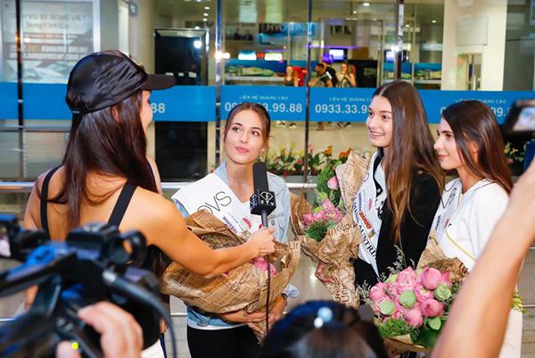 Tiếp đó, top 3 người đẹp sẽ tham dự một sự kiện ra mắt một tập đoàn thời trang quốc tế tại Việt Nam.  NTK La Hồng và Nhật Dũng sẽ là hai cái tên đầu tiên đầu quân vào tập đoàn này. NTK Nhật Dũng tiết lộ sắp tới tân hoa hậu Áo là Daniela Zivkov sẽ diện những chiếc áo dài cho chính anh thiết kế để quảng bá về thời trang Việt Nam.