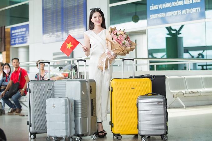 <p>Ngày 14/9, Hoa khôi Huỳnh Thuý Vi chính thức lên đường sang thủ đô Manila, Philippines để bắt đầu các hoạt động của cuộc thi Miss Asia Pacific International (Hoa hậu châu Á Thái Bình Dương).</p>