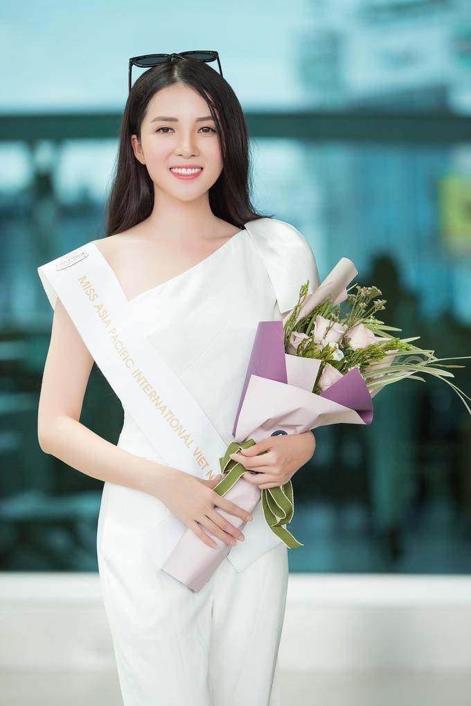 <p>Thúy Vi sinh năm 1993, cao 1,65m, nặng 49kg, số đo ba vòng 84-60-89 cm. Cô từng lọt vào top 40 Hoa hậu Việt Nam 2016.</p>