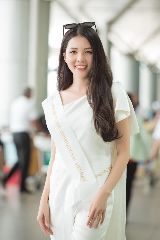 <p>Miss Asia Pacific International diễn ra từ 15/9 - 4/10. Đây là cuộc thi sắc đẹp có lịch sử lâu đời nhất ở châu Á, lần đầu tiên được tổ chức vào năm 1968. Mục đích chính của cuộc thi là quảng bá thông điệp hòa bình, sự thiện chí về thương mại và du lịch của các nước thành viên tham gia cuộc thi. Đại diện Việt Nam năm nay được kỳ vọng sẽ tiếp tục gặt hái thành công sau Vương Thanh Tuyền, Hoàng Thu Thảo.</p>