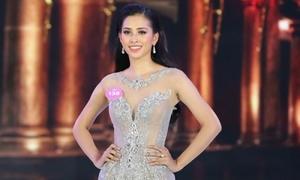 Hoa hậu Trần Tiểu Vy giải thích về việc đi bar và có bảng điểm kém