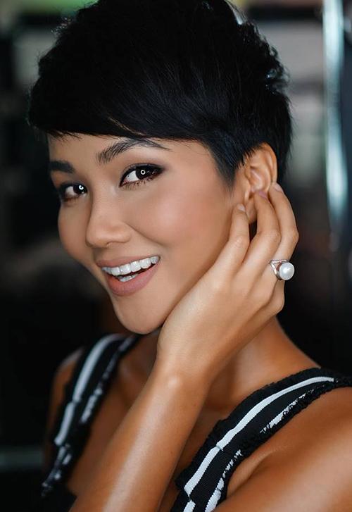 Mái tóc gốc hiện tại của Hoa hậu Hoàn vũ Việt Nam 2017 vẫn là tóc pixie phù hợp với nhan sắc đậm chất Tây.