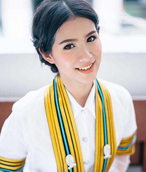 Nữ sinh Thái đến trường cũng trang điểm như đi tiệc - 7