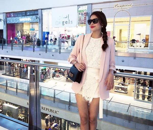 Tạm dừng các hoạt động showbiz, Phạm Hương dành thời gian nghỉ ngơi chữa bệnh, đi du lịch, mua sắm.